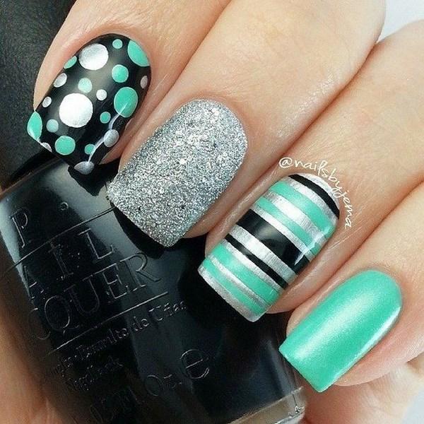 diseño de uñas con puntos