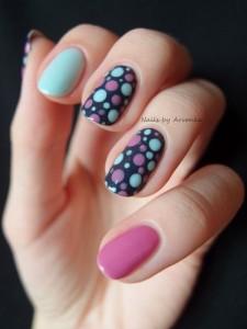 uñas decoradas con puntos