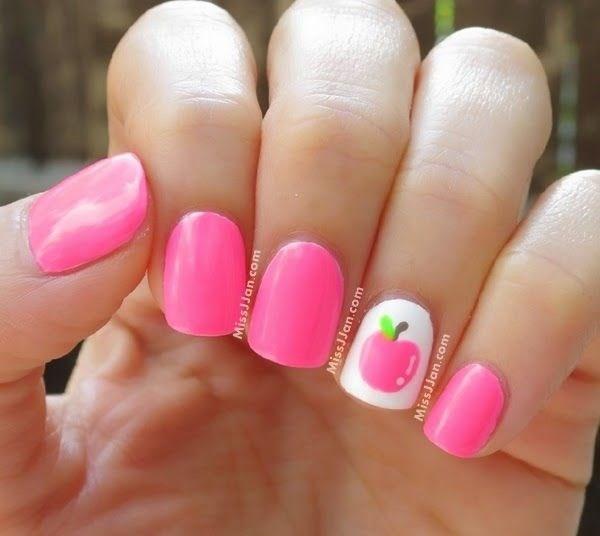 uñas cortas decorradas de manzana