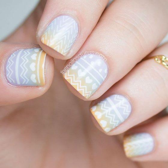 decoracion de uñas con corazones estampados