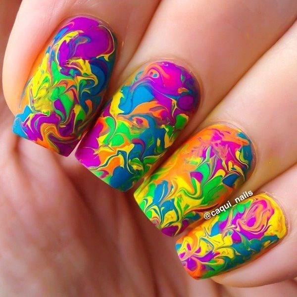 uñas decoradas con colores