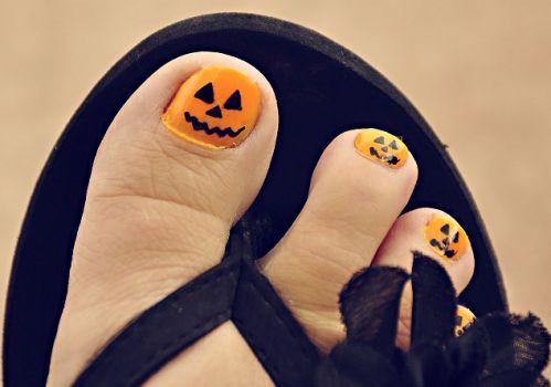 diseño halloween para uñas de pies