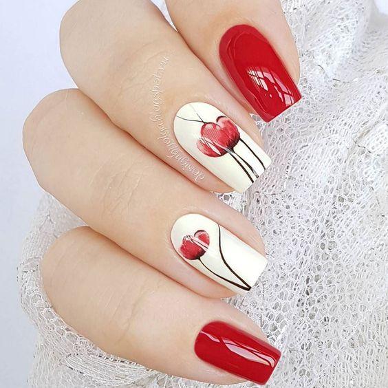 Uñas Decoradas Con Flores Tono Rojo (1)