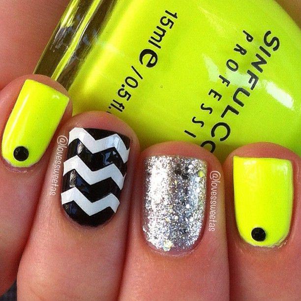 amarillo neon en uñas