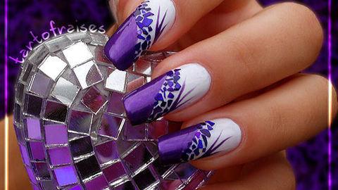 decoracion de uñas morado y blando