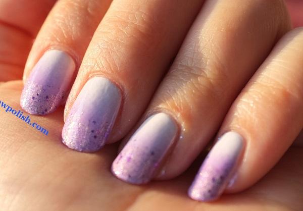 decorando uñas cortas color violeta