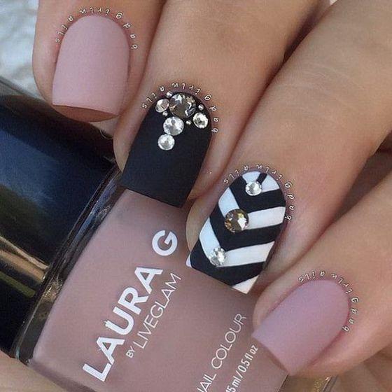 diseños de uñas con accesorios