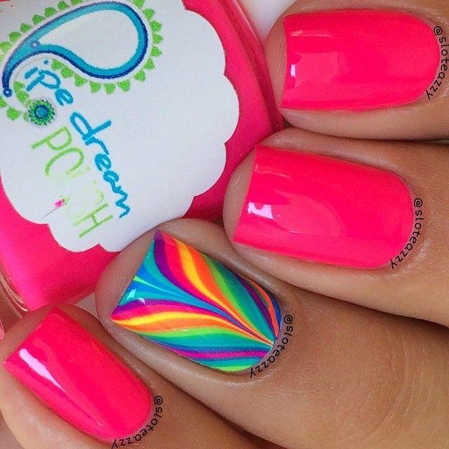 multiples colores en uñas diseño en agua