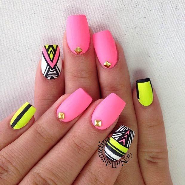 rosa y amarillo neon en uñas