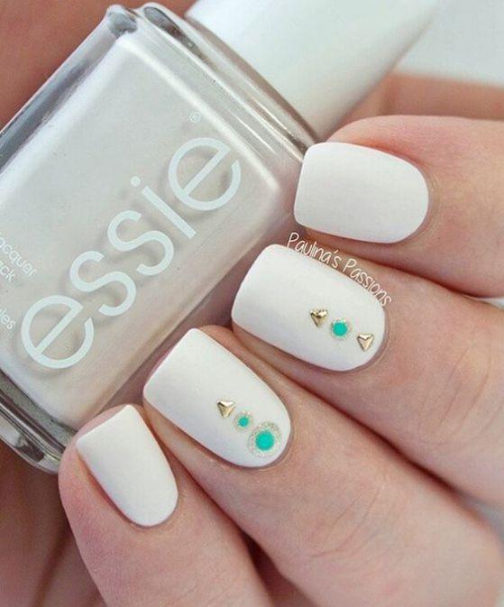 sencillas uñas blancas