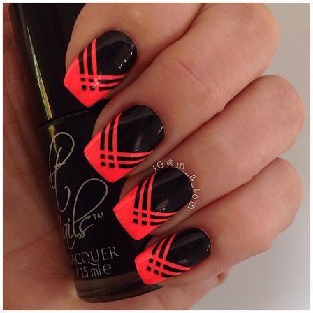 tonos fuertes combinados con uñas negras