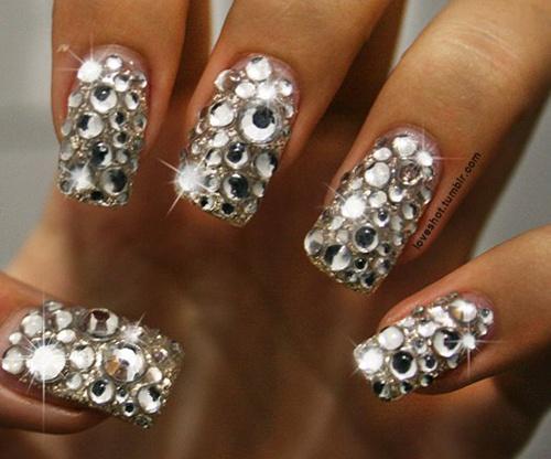 Uñas Decoradas Con Piedras Elegantes Sencillas Y Femeninas