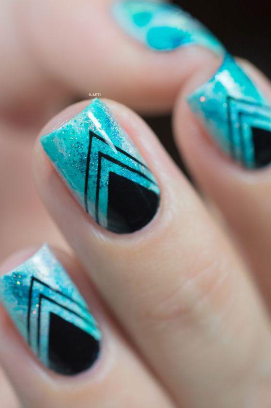 uñas azules bonito diseño