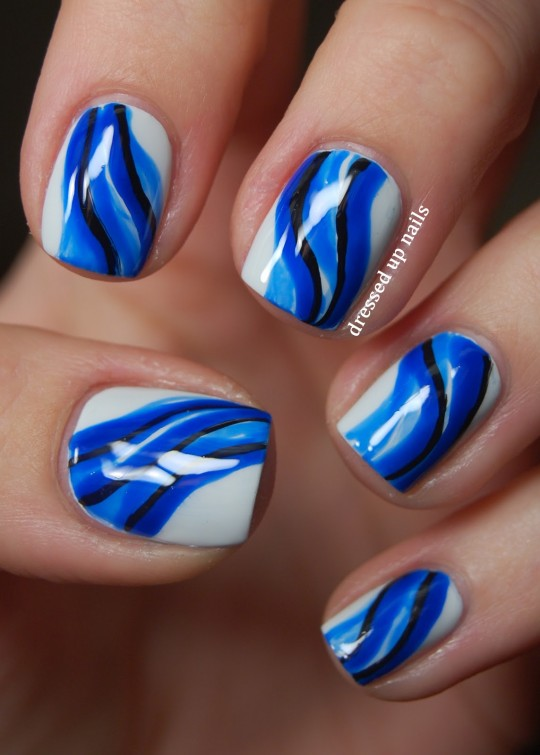 uñas azules en agua