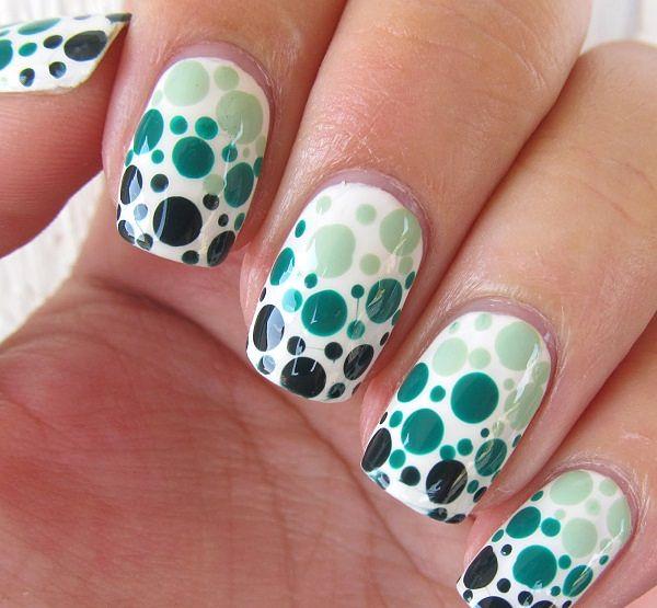uñas blancas con pepas verdes