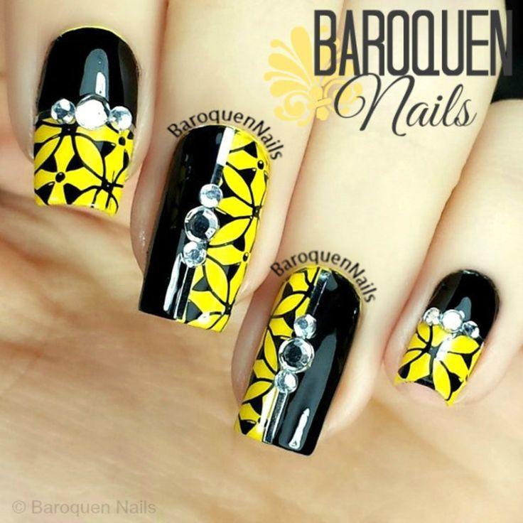 uñas con flores amarillas