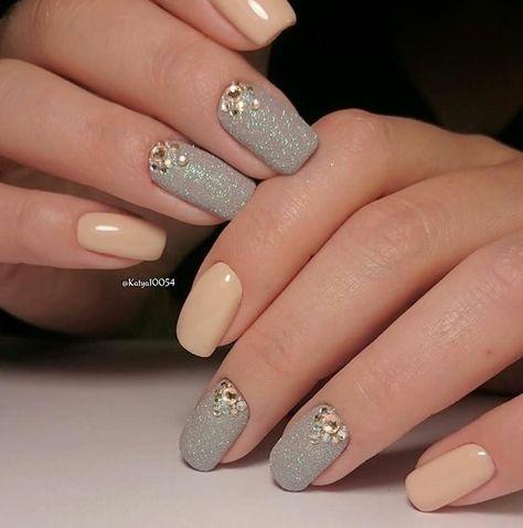 U as decoradas con piedras elegantes sencillas y femeninas for Unas decoradas con piedras brillantes