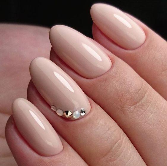 Uñas Con Piedras Doradas (5)
