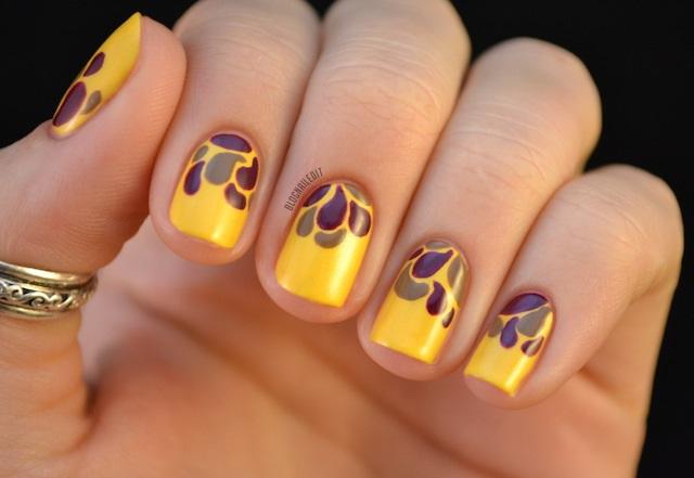 uñas cortas decoradas de amarillo