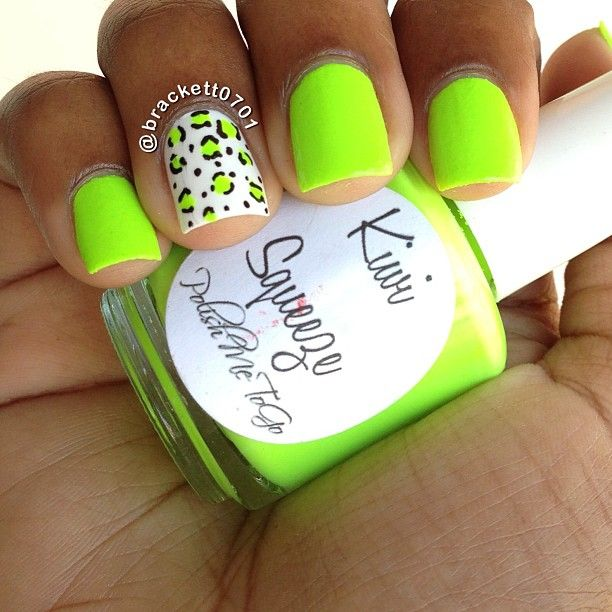 uñas de neon color verde