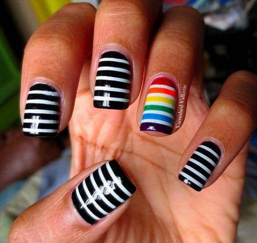 uñas de rayas negro y blanco