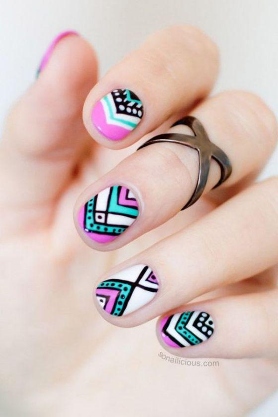 uñas decoradas de colores diseño corto