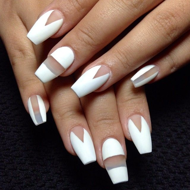 uñas esculpidas blancas