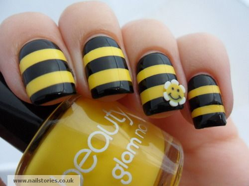 uñas negro y amarillo