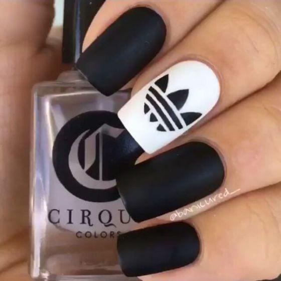blanco y negro acilicas