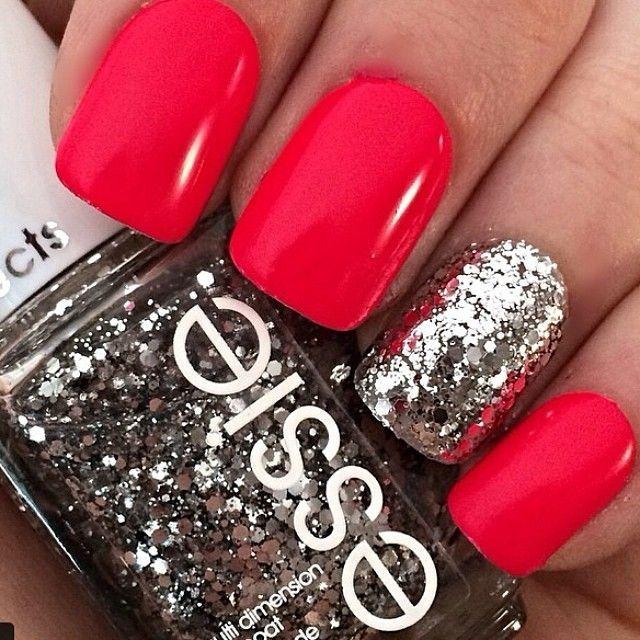 decoracion de uñas rojas con plateado