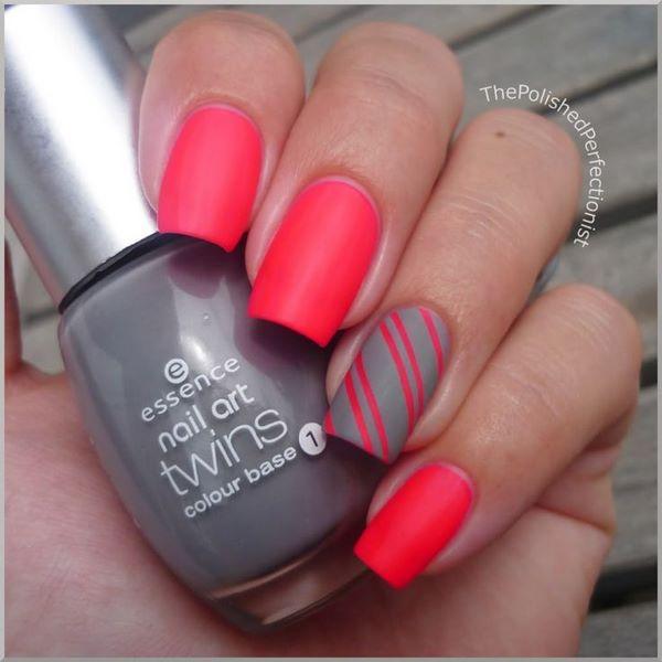 decoracion de uñas rojas y gris con cintillas