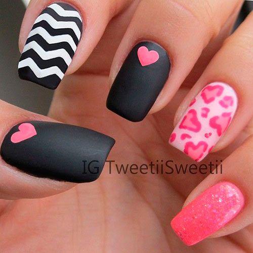 decorando uñas rosadas con negro