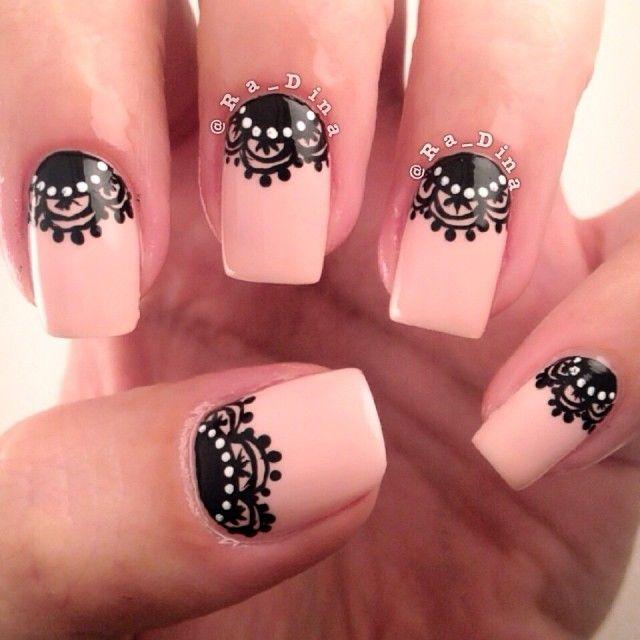 diseño de uñas rosadas con formas