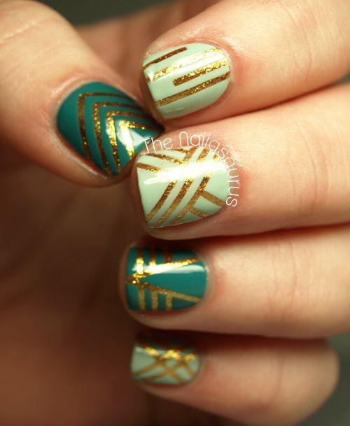 uñas verdes decoradas con cintillas