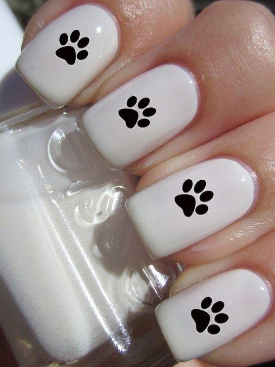 uñas blancas con stickers