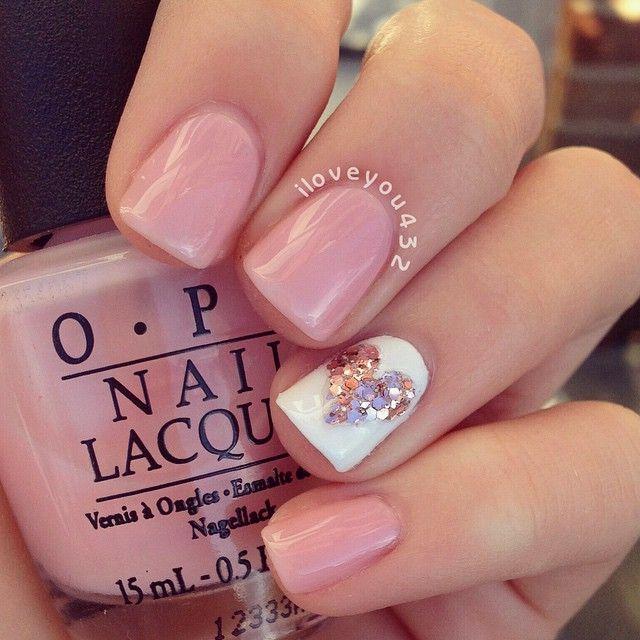 uñas color rosa con blanco