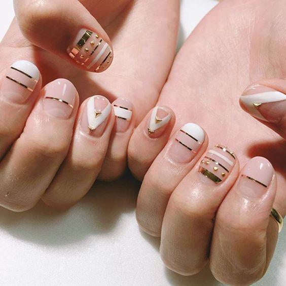 Uñas Con Cintillas Blancas (3)