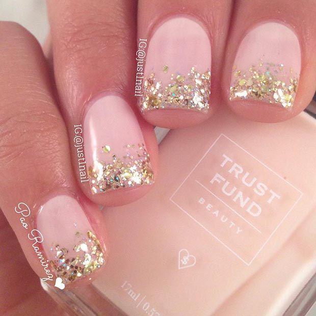 uñas cortas rosadas con dorado
