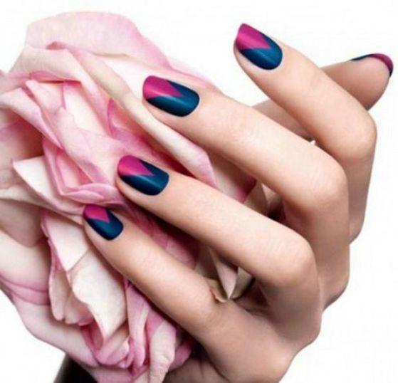 uñas decoradas azul y rosa
