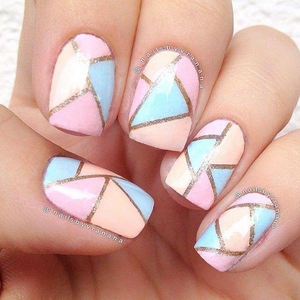 uñas decoradas con formas geometricas