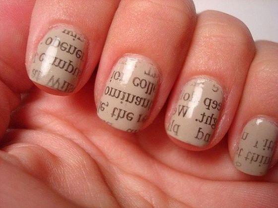 uñas pintadas diseño de periodico