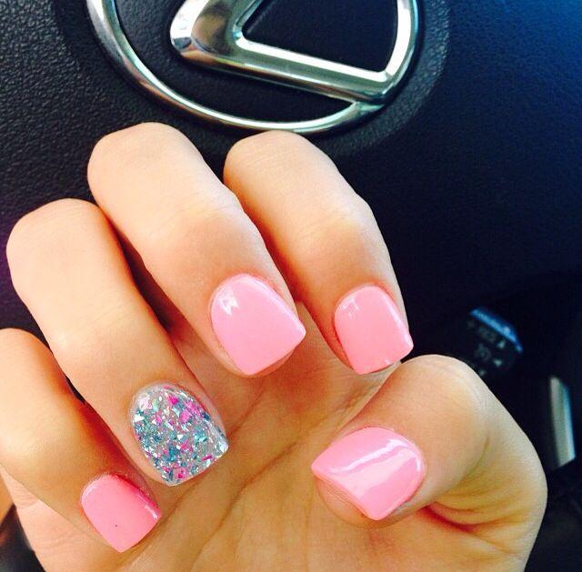 uñas rosadas con escarcha