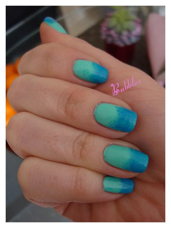 diseño verde y azul uñas en degrade