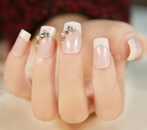 uñas con accesorios