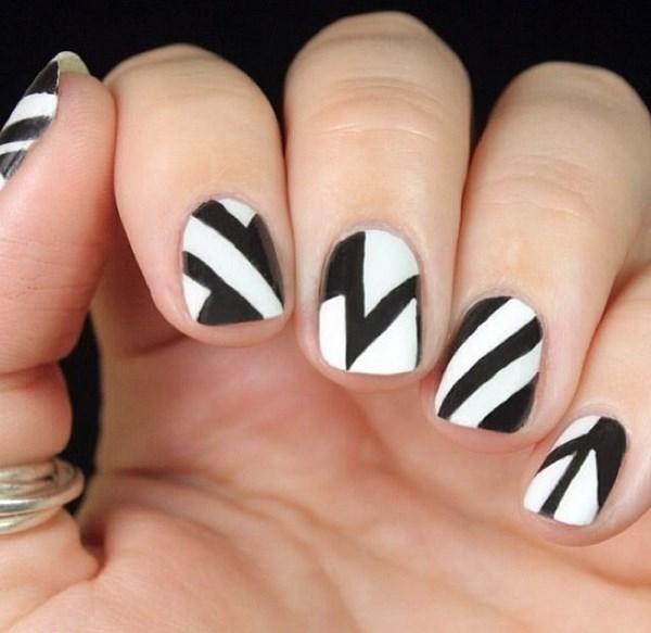 diseño de uñas con lineas rectas