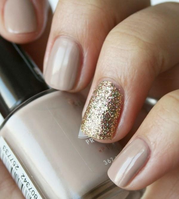 nude y dorado uñas naturales