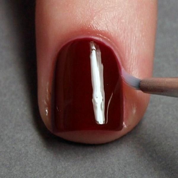 quitar excesos de esmalte alrededor de la uña