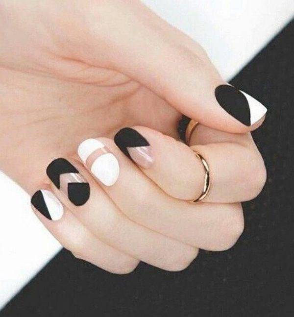uñas blanco y negro con figuras geometricas