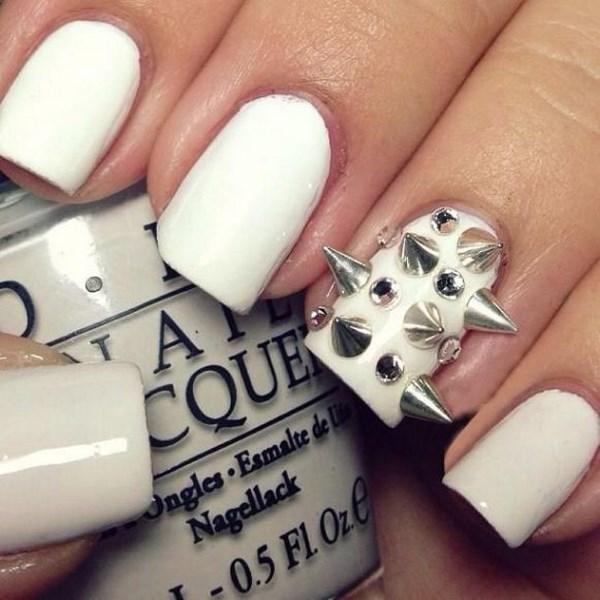 uñas blancas con puntas en 3D