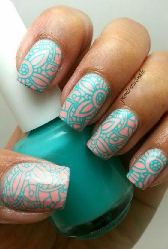 rosa y azul uñas decoradas con estampado